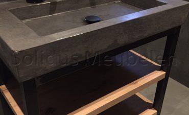 badmeubel staal eiken en beton