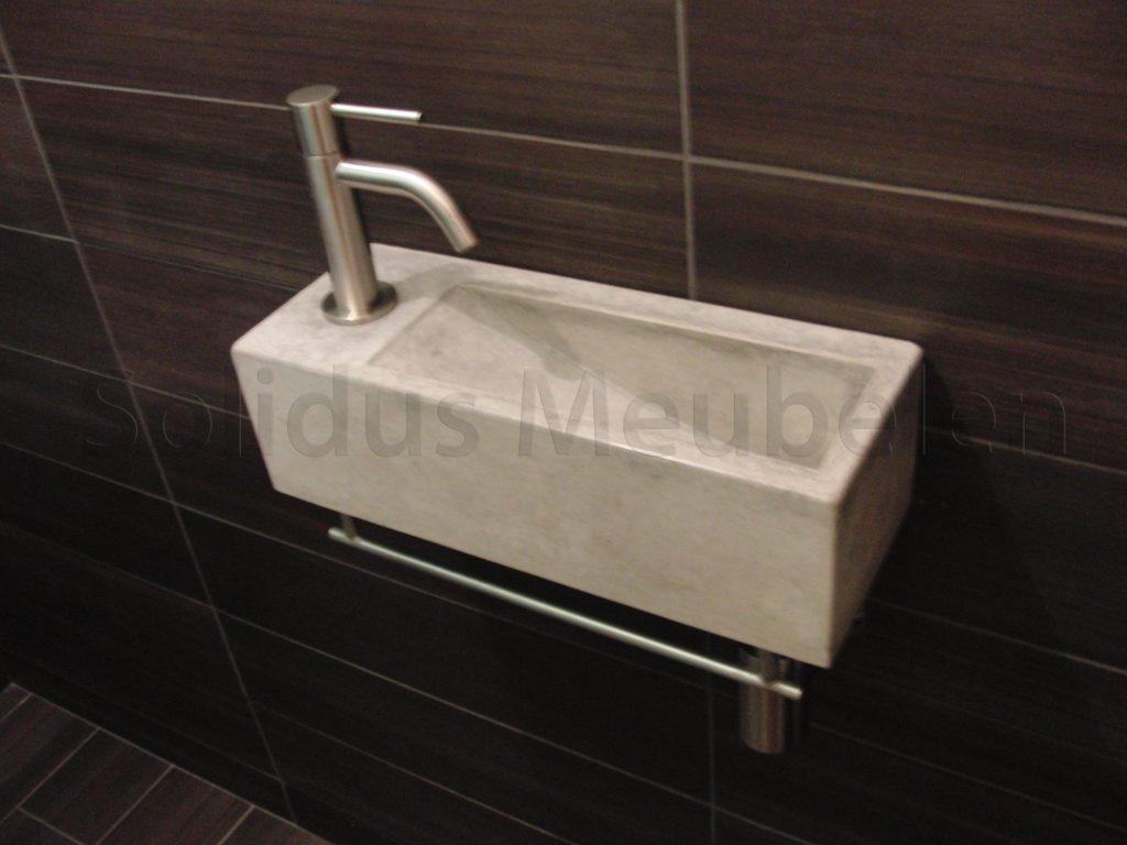 Houten fontein wc: luxe fonteintjes badkamershowroom de eerste kamer