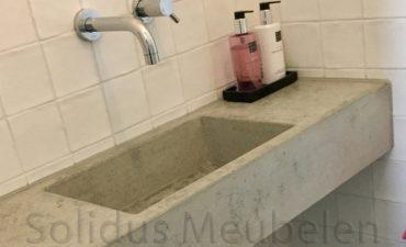 wasbak-van-beton_hangend