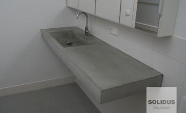 wastafel-van-beton-zwevend